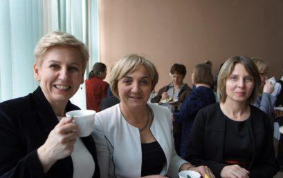 Być kobietą – forum kobiet sukcesu w spojrzeniu i ocenie uczniów ZST w Chełmie.