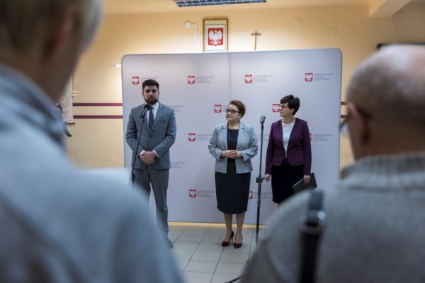Minister Edukacji Narodowej Anna Zalewska na konferencji w Zespole Szkół Technicznych