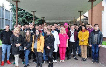 Uczniowie Zespołu Szkół Technicznych wChełmie honorowo oddająkrew